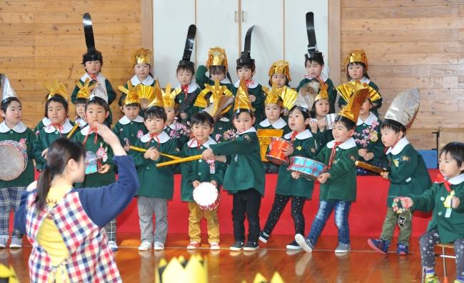 帯広幼稚園の52人 園児びな華やかに