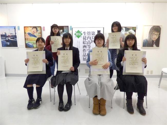 庄司さんらに表彰状 高校生課外作品展表彰式