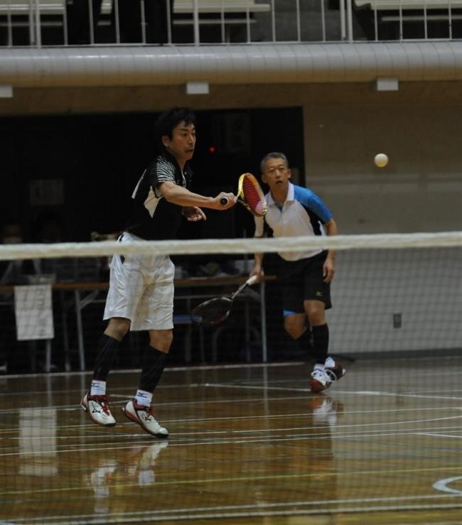 梅根・安田組8強 道招待室内ソフトテニス