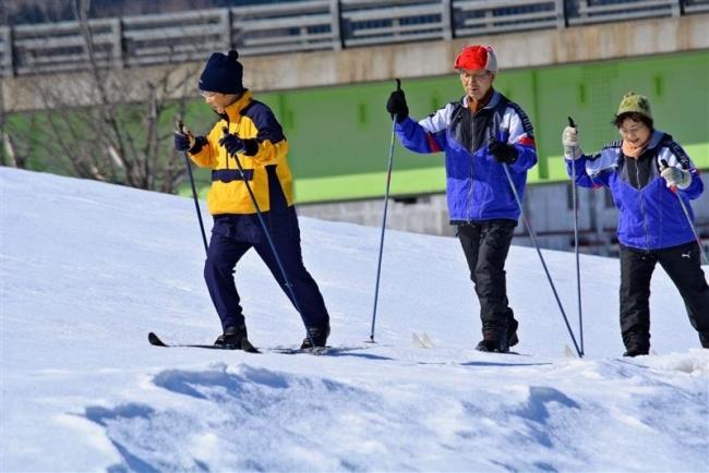 歩くスキー楽しむ 浦幌