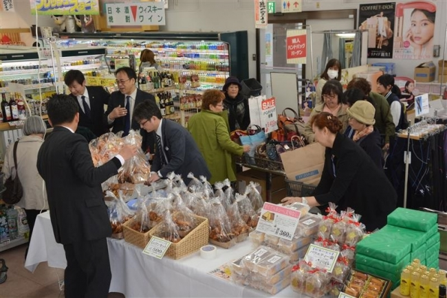 「ミニ藤丸」に行列 パンや化粧品人気 鹿追Aコープ