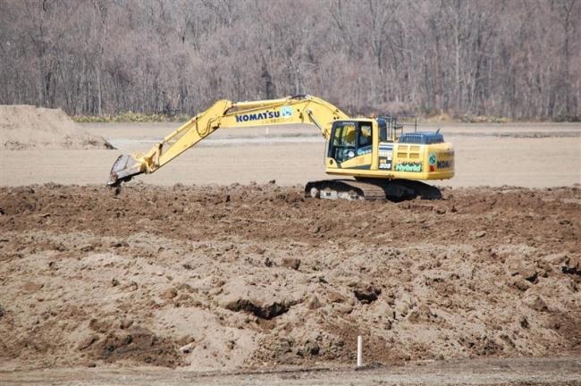 農地復旧で畑の整地作業 営農再開へ急ピッチ