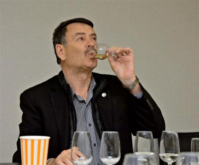 世界的ワイン研究者が訪問 試飲し助言 池田