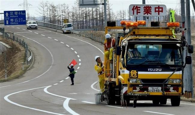 管内国道で白線引き 引き直し作業本格化