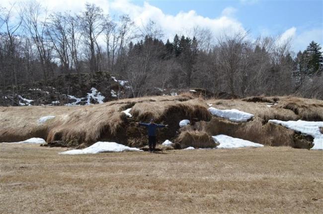 牧草地の隆起続く 年1メートル上昇 地滑りで 陸別