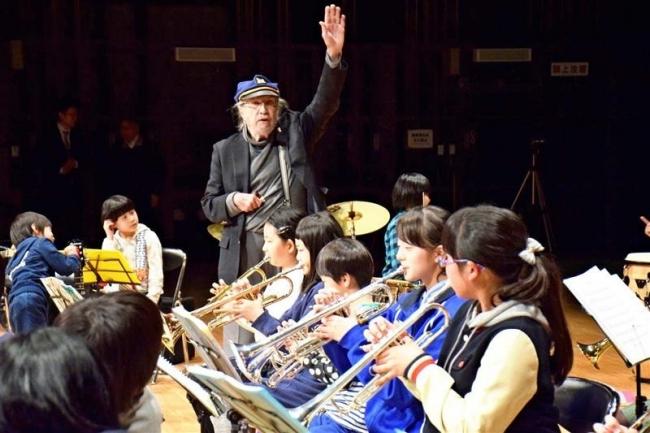 米国ジャズバンドと共演へ 幕別・ジュニアスクール プロが練習