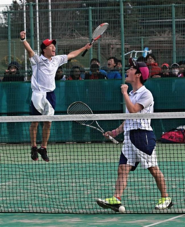 高橋・武田組、野原・河本組V 高校ソフトテニス
