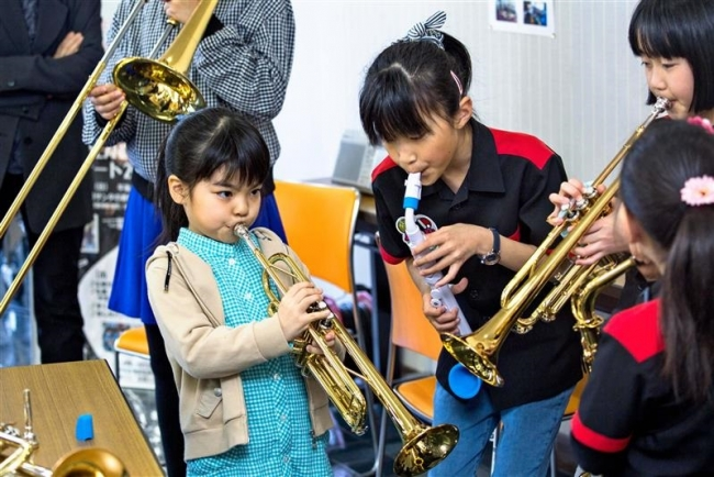ドラムやサックス 小中学生楽しく ジャズスクール体験会 広尾
