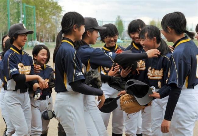 札内・札内東ク3年ぶりV 中学春季ソフトボール