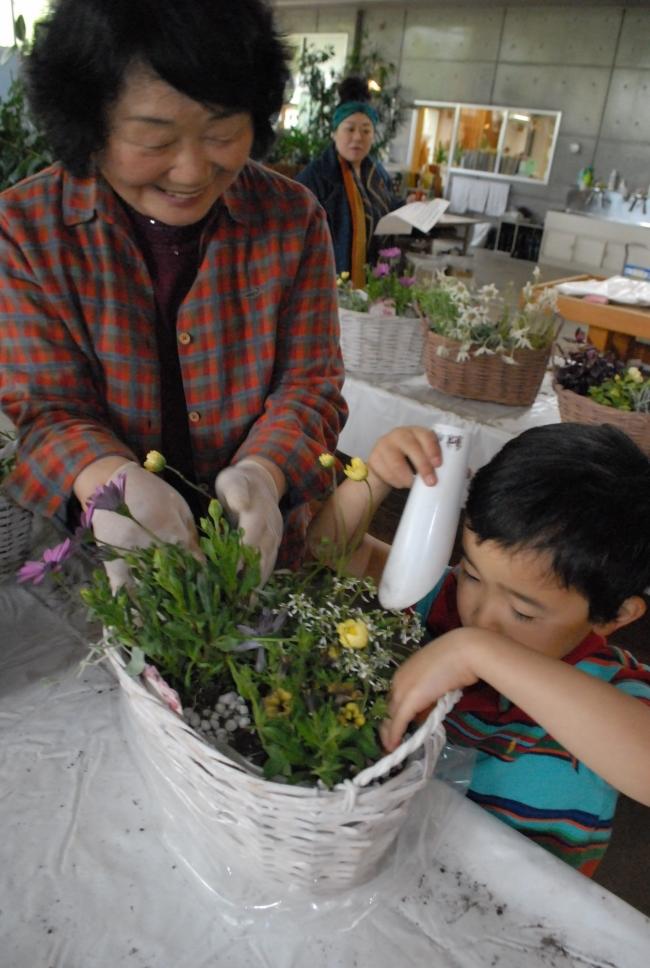 花 寄せ植え 幼児も挑戦 みどりと花フェス