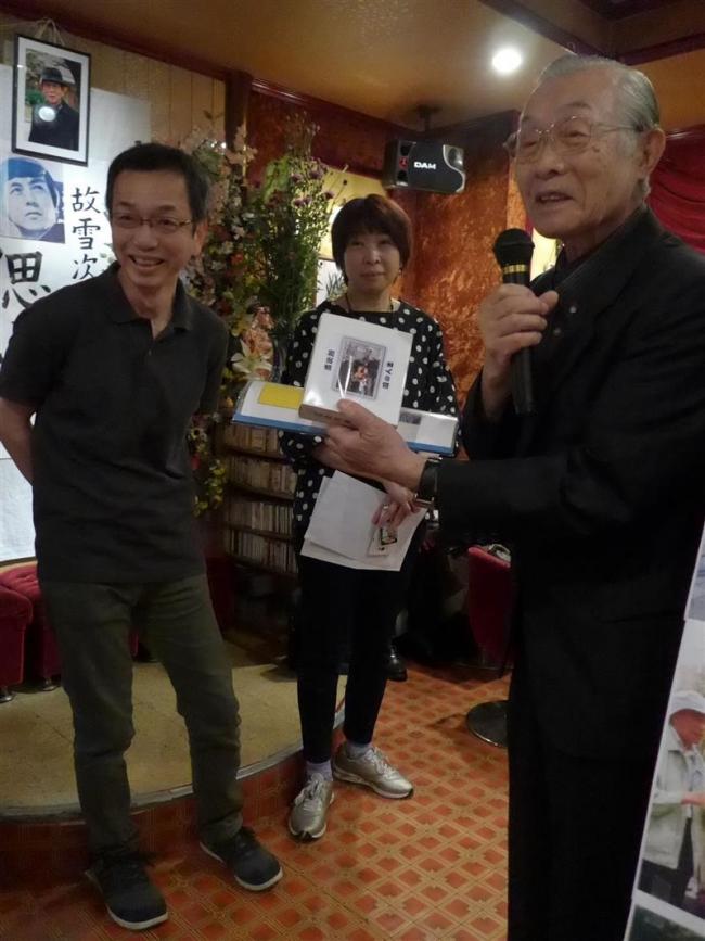 雪次郎さん安らかに 同級生都内で偲ぶ会 池田出身歌手