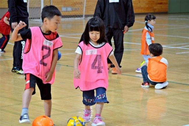 園児らがサッカー体験 浦幌・キッズフェス