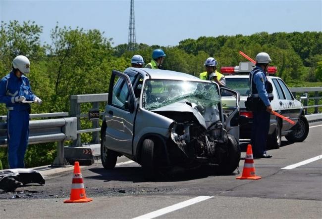 軽乗用車が橋の欄干に衝突 男性1人死亡