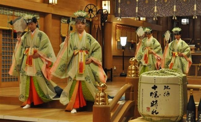 帯廣神社で春季大祭始まる 宵宮祭で舞奉納