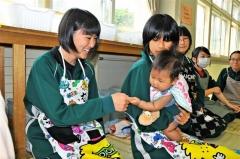 中学生が赤ちゃん触れ合い体験 芽室