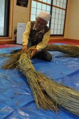 帯廣神社で茅の輪づくり