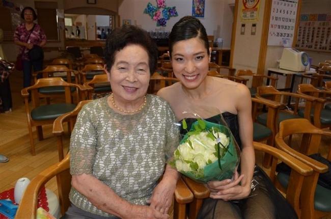 米寿の祖母へ愛の舞 プラハバレエ団所属渡部さん 帯広の施設で