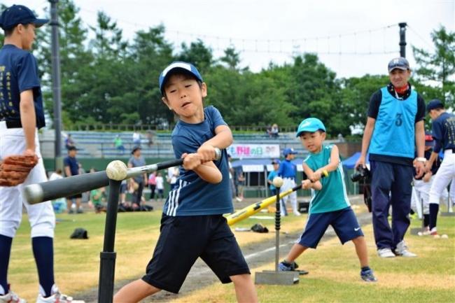 「こども野球の日」 打って、投げて笑顔広がる