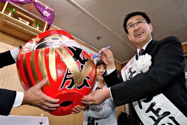 浜田氏が無投票4選 「精いっぱい汗を流す」 新得町長選