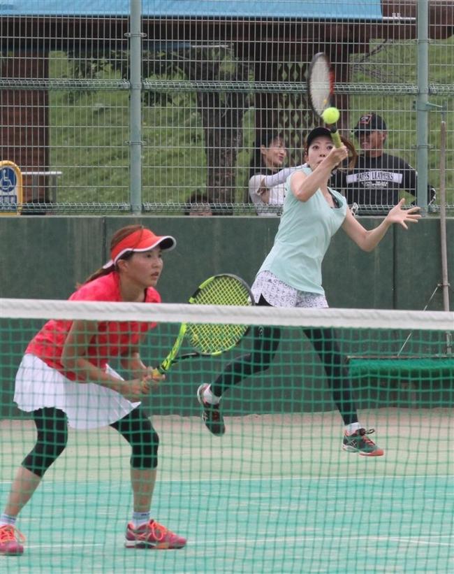 曽根・友安組Aクラス初優勝 勝毎杯女子テニス大会