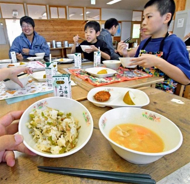 牛乳豚汁 まろやか 市内小学校で「十勝産」給食