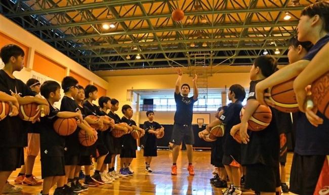バスケ講習とアスリート食体験 未来の五輪選手育成事業 幕別