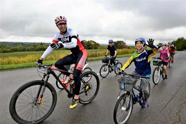 MTB山本幸平選手と子どもたちがサイクリング 幕別