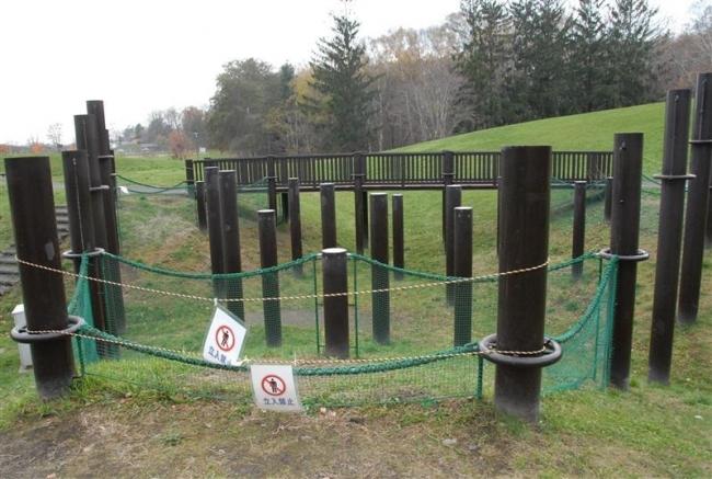 劣化の遊具 更新へ 「使用中止」目立つ緑ケ丘公園