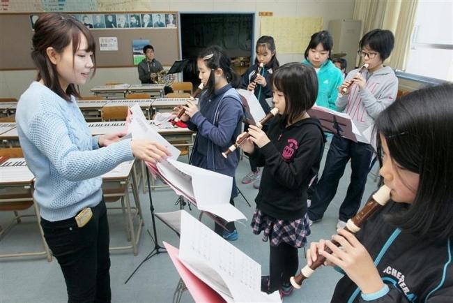 9日に大学同窓の教諭4人でコンサート 中札内小児童と初共演