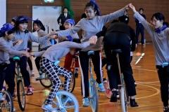 14人で心1つに 上札内小児童が一輪車発表会