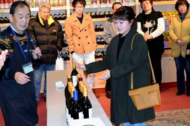 初売りにぎわう 池田ワイン城