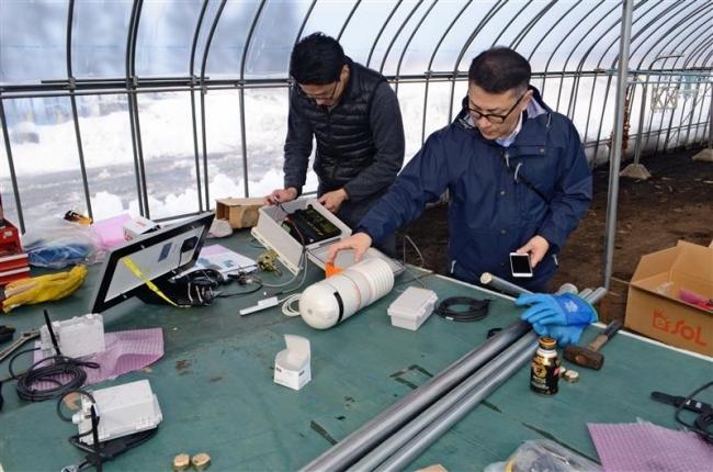 畑にセンサー、地温や水分把握 SBスマート農業実験