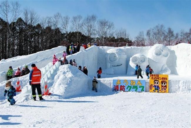 消防署に巨大雪像と滑り台登場 大樹