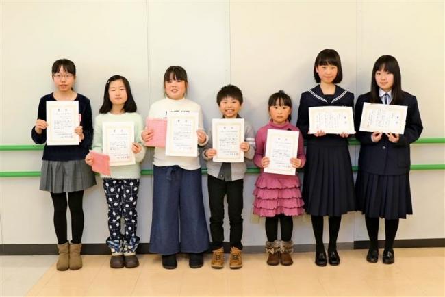 約70人を表彰 全十勝小中学生新聞スクラップコンクール表彰式