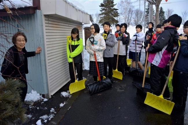 力結集し高齢者宅を除雪 翔陽中生徒と広尾町職員