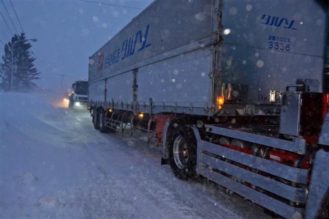 30台以上が暴風雪で立ち往生 2日午後に鹿追町の国道で