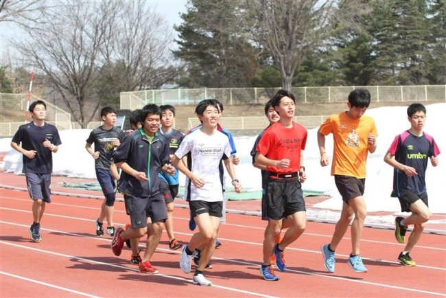 十勝陸協強化練習会170人競技場でトレーニング開始