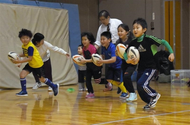 50人初練習に汗、帯広少年ラグビースクール開校式