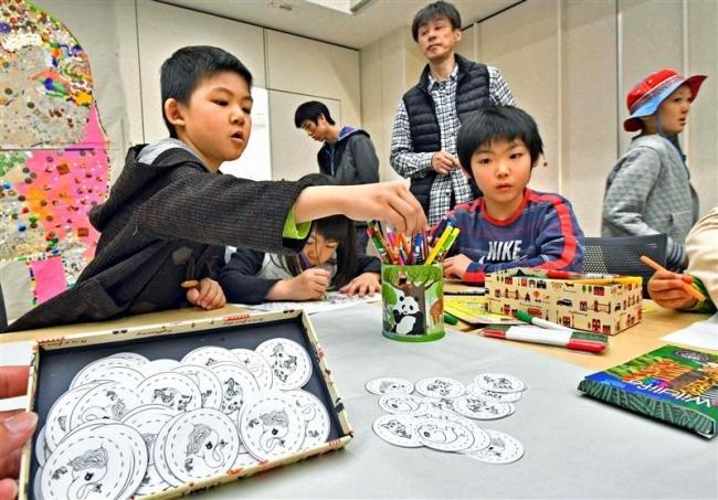 ゾウさんイベントに親子100人 帯広市図書館の写真展関連
