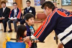 かわいい法被姿で防火誓う 上士幌・幼年消防クラブ任命式