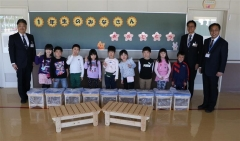 新1年生に手作り椅子 新得プロジェクトで高等支援学校生