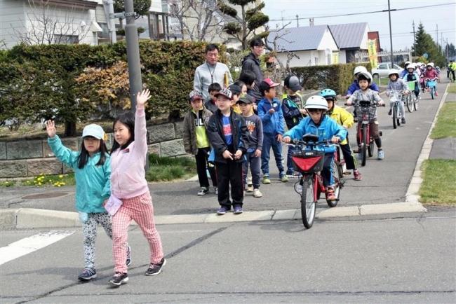 自転車事故に注意 小学校で交通安全教室