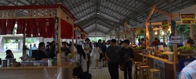 タイで「南の屋台」営業開始 上々の滑り出し