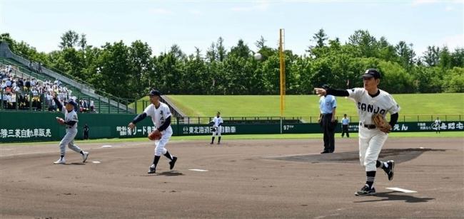 高校野球支部予選開幕、三島氏ら甲子園監督5人始球式