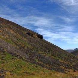旭岳山頂付近。右は後旭岳。