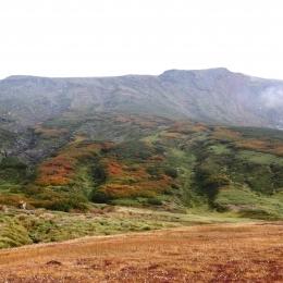 裾合平からの眺め。熊ヶ岳の紅葉