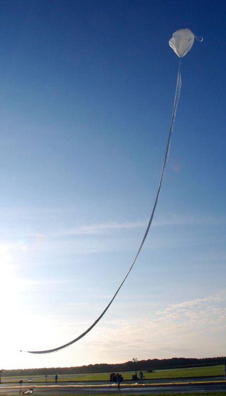 【写真】世界最薄フィルムで気球 大樹で打ち上げ実験