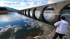きれいな「めがね橋」が出現 上士幌タウシュベツ川橋梁   3