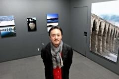 タウシュベツ橋梁(りょう)の表情を切り取った作品展を開催している岩崎さん