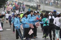 沿道の声援背に楽しく フードバレーマラソン  写真2